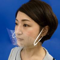 透明マスク斜め前